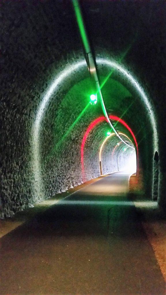 Au coeur du tunnel de la voie verte