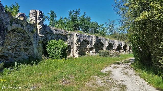 Dans la continuités du Pont du Gard, l'aqueduc romain fait plus de 52 kilomètres entre Uzès et Nimes