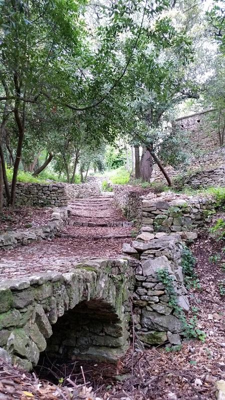 Le chemin de l'Ermitage à Collias