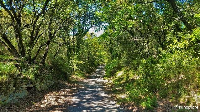 Un chemin de randonné entre Vers et le Pont Du Gard
