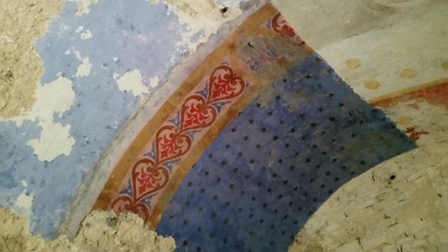 Une peinture sur le plafond de la chapelle de l'ermitage