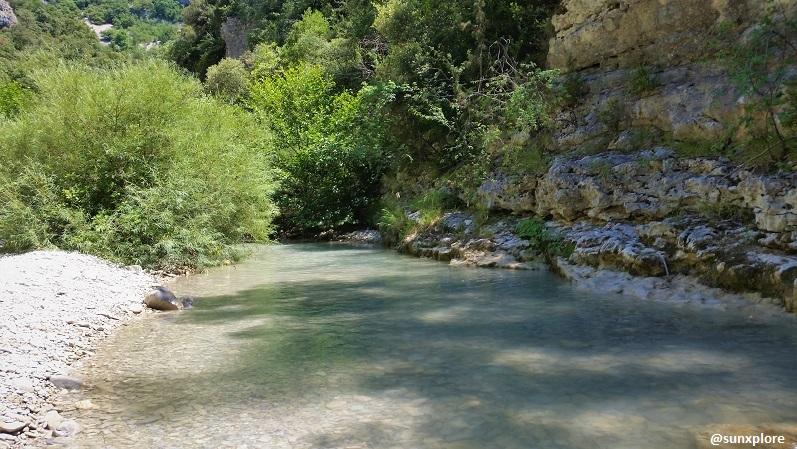 La nature et l'eau dans les gorges du Toulourenc
