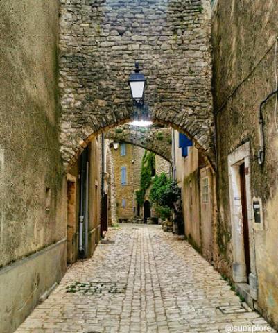 Un village médiéval entre le Gard et l'Hérault