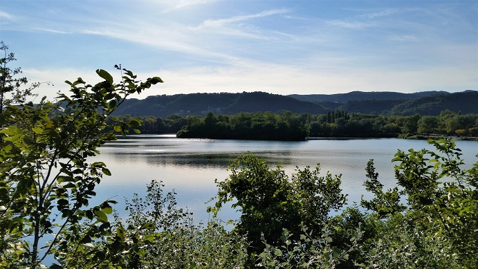 Une île sert d'abris pour les animaux qui habite le lac de Montélimar dans la Drôme