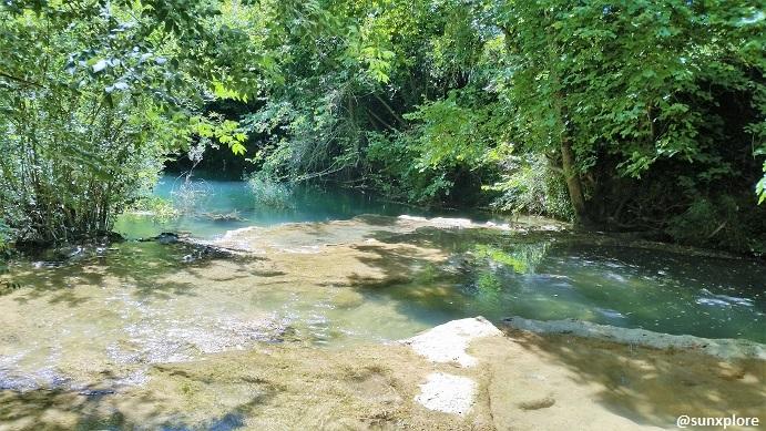 Des vasques naturelles à découvrir l'ors d'une randonnée entre le lac de Sainte-Croix et Brignoles une promenade familiale dans le Var
