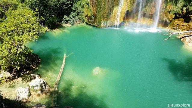Une piscine naturelle sous la cascade de sillans dans le Var