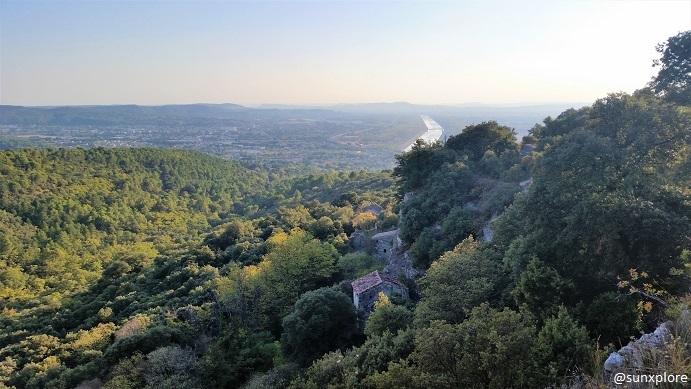 Le village troglodyte abandonné dans le Vaucluse et la vallée du Rhône