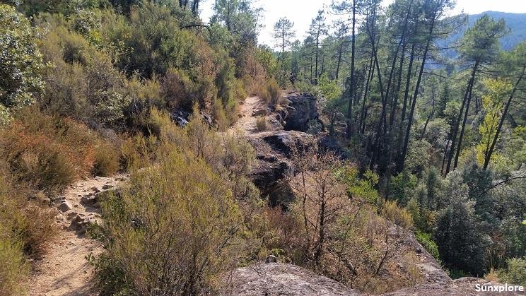 Un chemin de randonnée proche de Vallon-Pont-D'arc en Ardèche