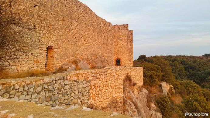 Le château du castellas à Saint-Victor-la-Coste dans le Gard