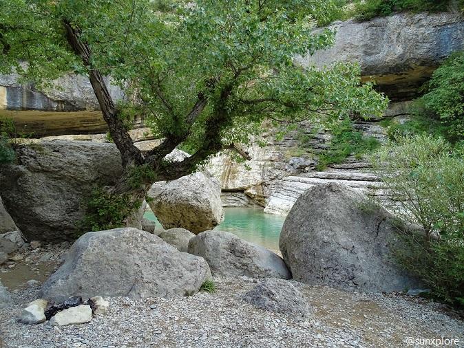 Entre les arbres et les rochers aux gorges de la méouge