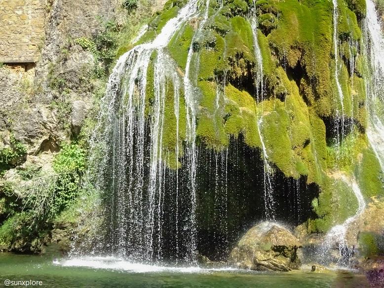 Au plus près de la cascade de Saint-Chély-Du-Tarn, dans les gorges du Tarn