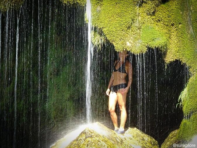 Une baignade sous la cascade de Saint-Chély-Du-Tarn en Lozère
