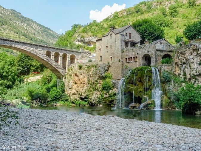 Un des meilleurs coins de baignade des gorges du Tarn, juste devant la cascade de Saint-Chély-Du-Tarn