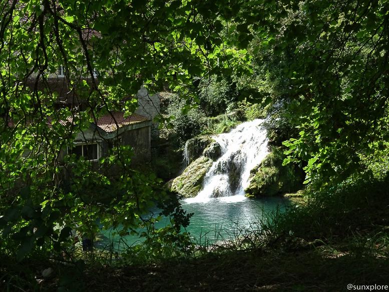 Une cascade proche de la cascade des tufs à planche près Arbois