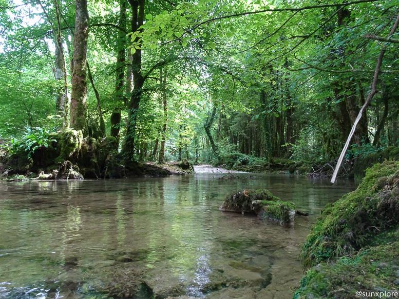 Promenade le long de la Cuisance en direction de la cascade des tufs